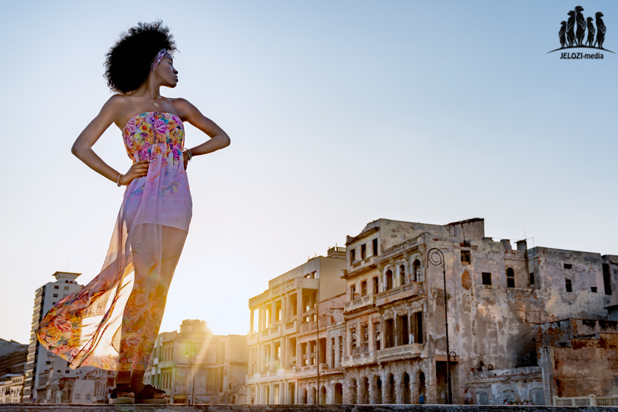 Portrait im Sonnenaufgang - Kuba, Havanna, Malecon - JELOZI
