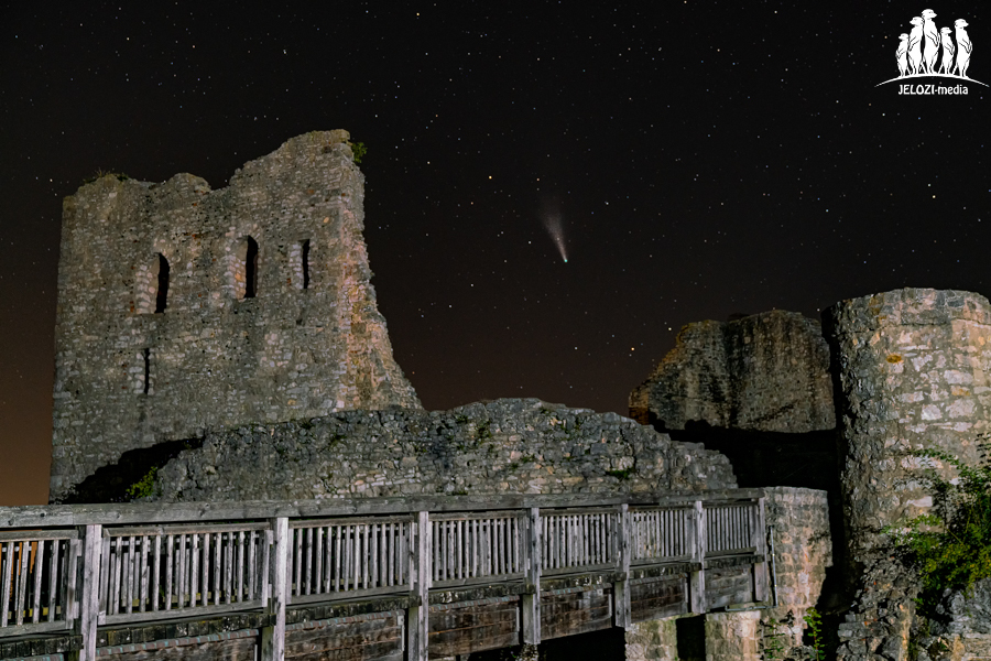 Ruine mit Komet Neowise - Deutschland - JELOZI