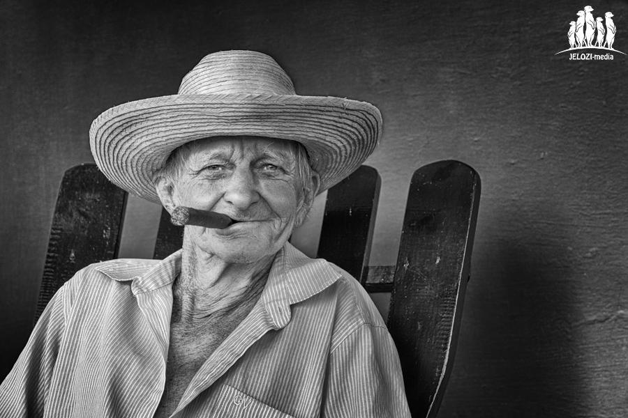 Kubaner mit Zigarre im Portrait - Kuba - JELOZI